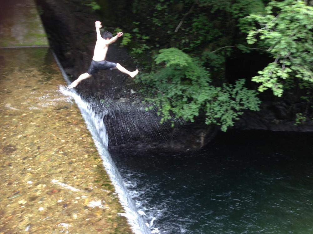 夏は川で飛び込み…結構痛いです(笑)